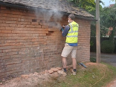 Bricklayer re-pointing