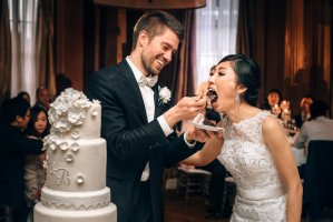 vancouver club cake cutting