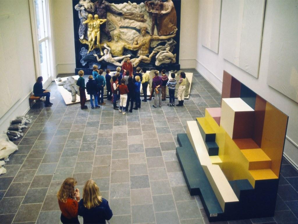 Sanseudstillinger på Willumsens Museum_Tomt podie_Reliefsalen