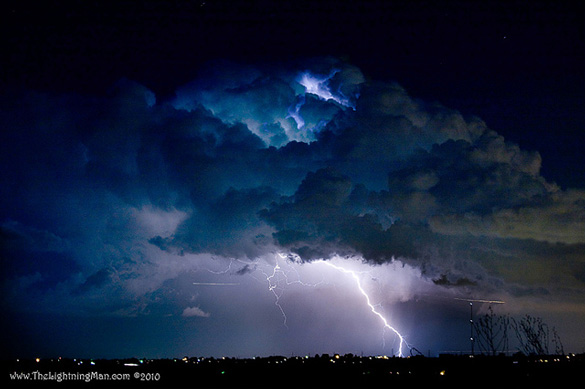 Lightning Striking Boulder County Colorado: Bo Insogna, TheLightningMan.com, https://www.flickr.com/photos/thelightningman/4902727260/, CC BY-NC-ND 2.0