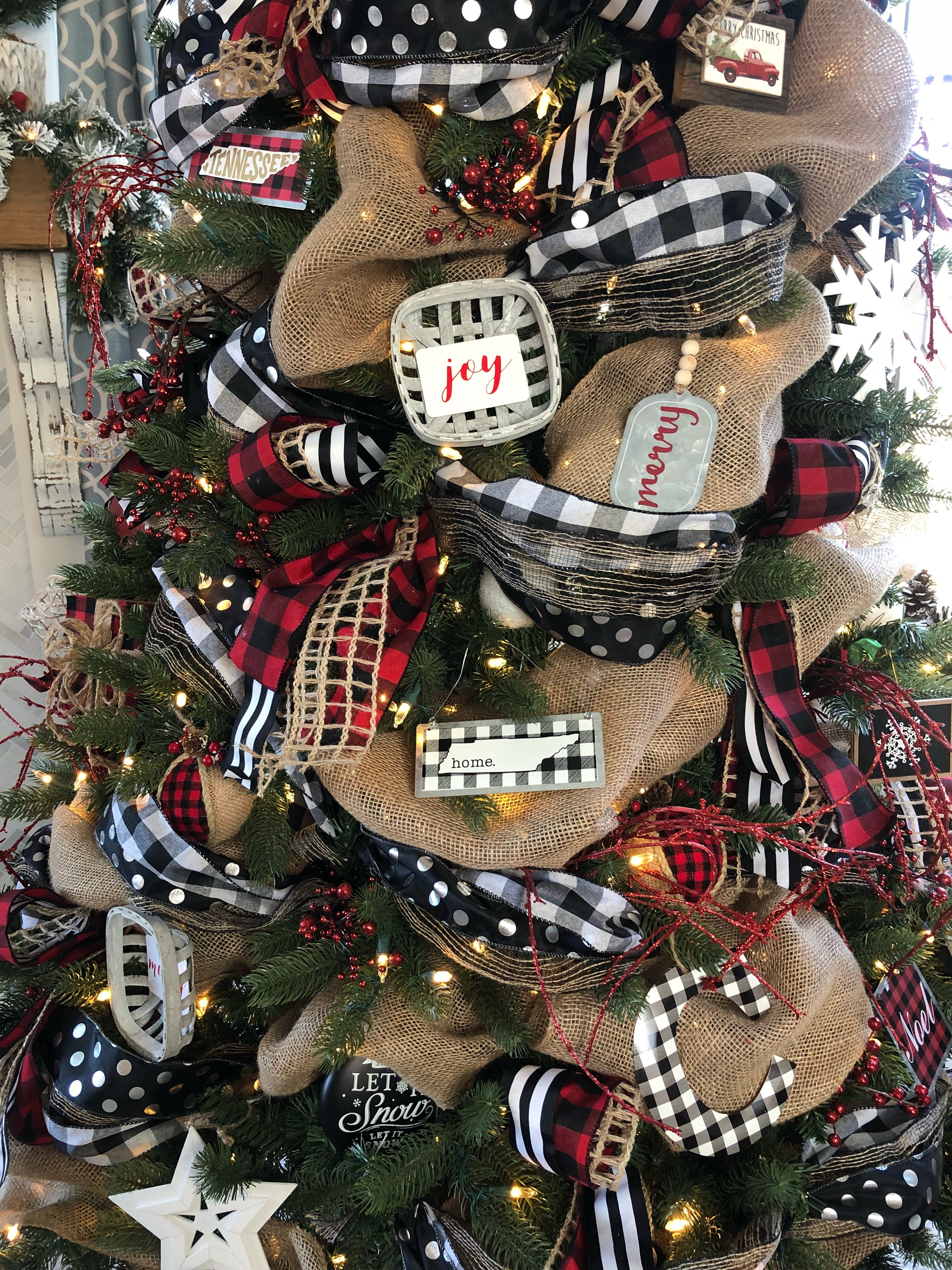 Decorated Christmas Trees With Ribbon Pictures