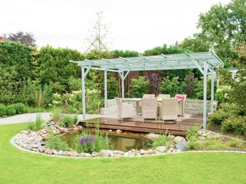 terrasse am teich gartenerweiterung mit einer überdachte terrasse am teich