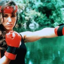 THE IRON GIRL: Low-Budget-Karate mit Over-the-Top-Synchro