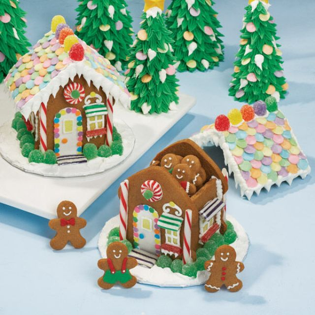 Let's Raise the Roof! Gingerbread House | Wilton