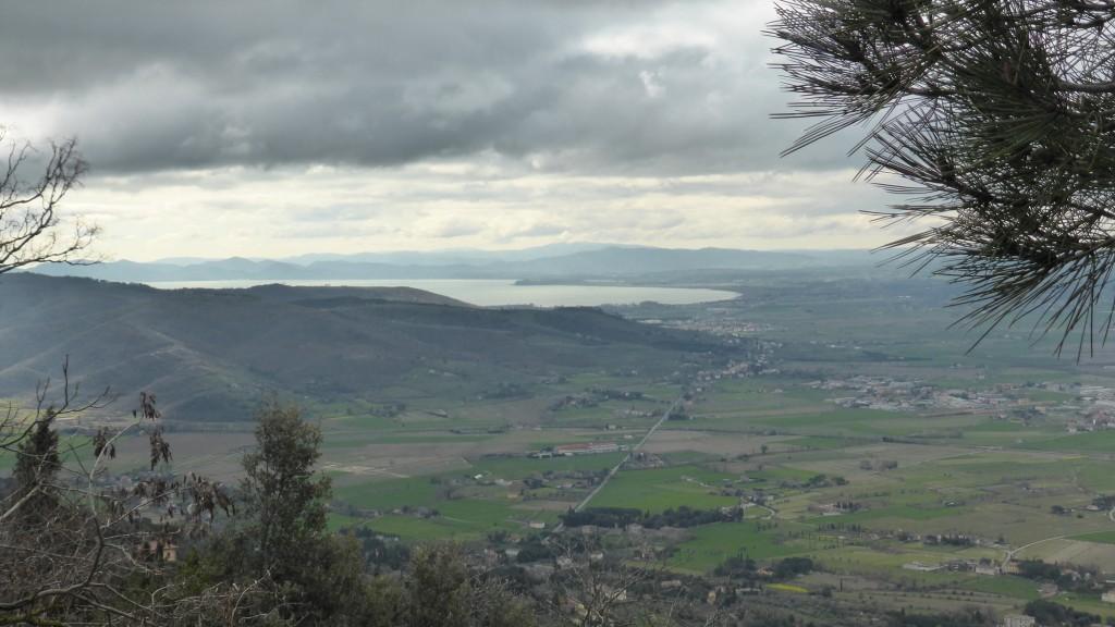 P1060605 Uitzicht op Cortona en Trasimeno