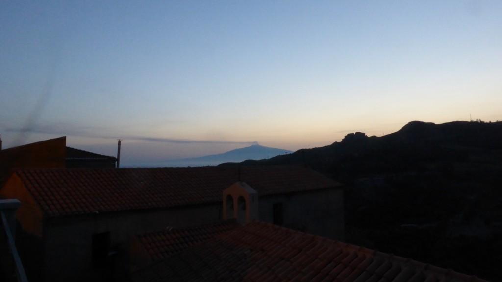 P1070959 Pentidattilo met zicht op de Etna