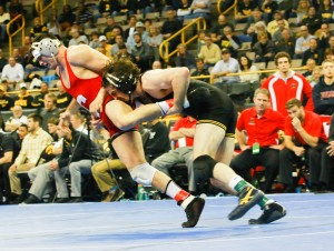 Iowa's Mike Evans (right) scored the only takedown of his 3-0 victory over Duke Pickett in the final period. (Ashley DeJager photo)