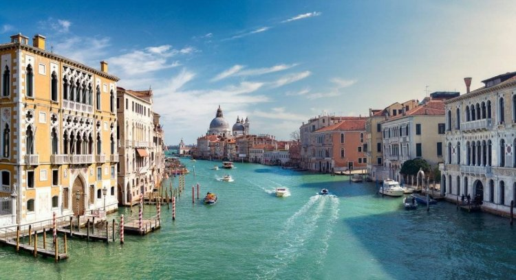Venice-excursions-wind-sea-travel