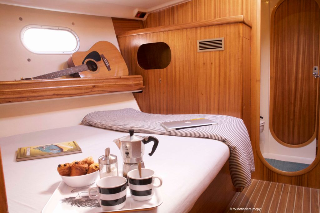 sailing-cruise-cyclades-front-cabin