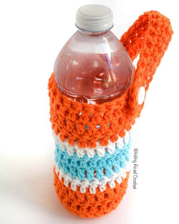 On the Go Water Carrier | Beat the summer heat and never be without water when you make on of these quick and easy water bottle carriers. This free crochet pattern is great for beginners, people with not a lot of time to crochet, anyone with a little extra yarn from a project or anyone who drinks water. Make a crochet water bottle carrier for everyone in your family before your next family outing. This bottle carrier can be fastened to a backpack, purse or stroller. #freecrochetpattern #free #crochet #pattern #waterbottle #beattheheat #watercarrier #bottleholder #hiking #stroller