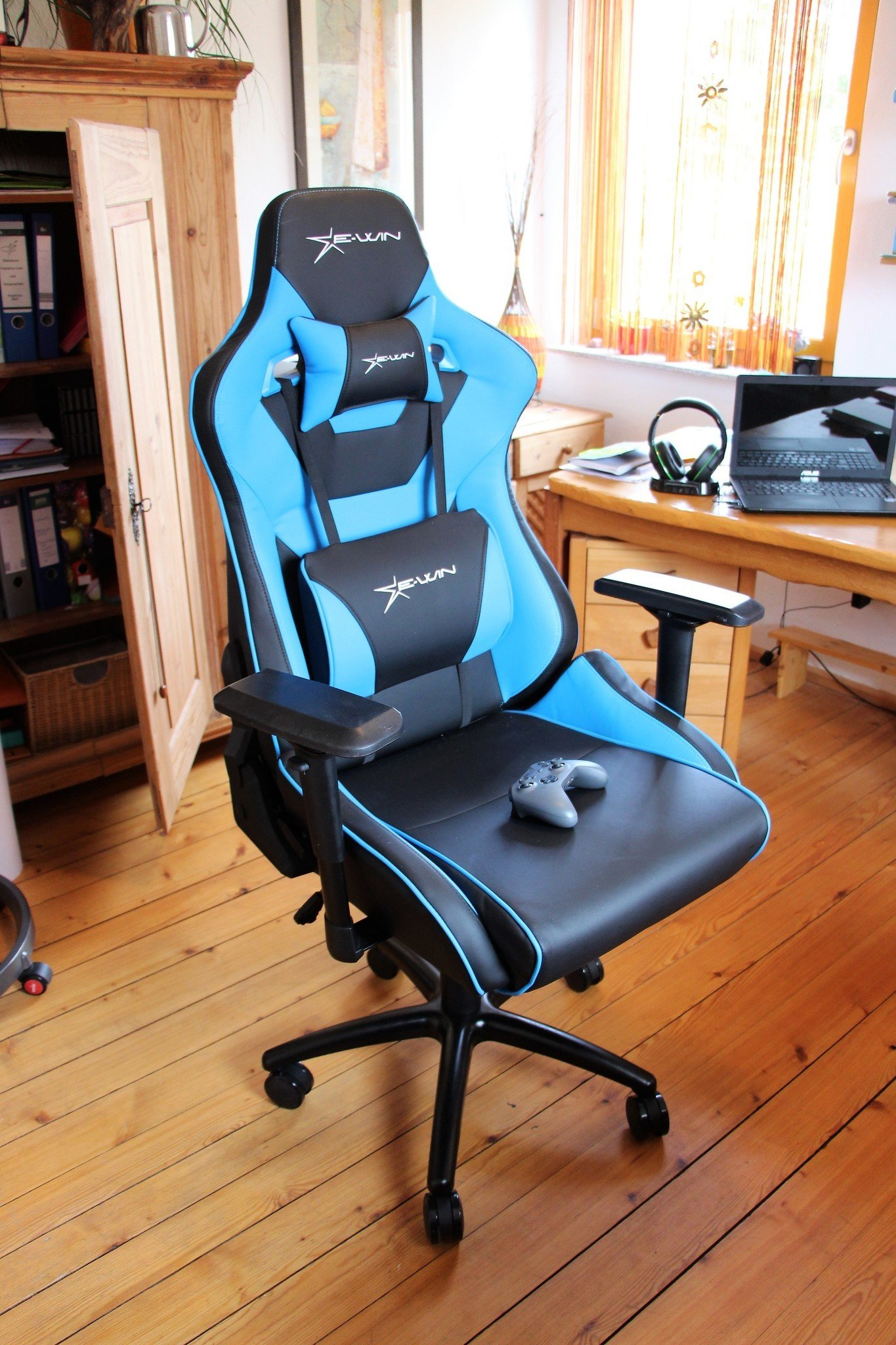 comfortable chair for gaming fishing straps ewin flash xl review a large seat