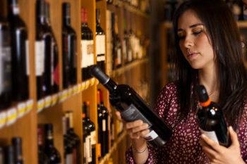 Comprando_vino