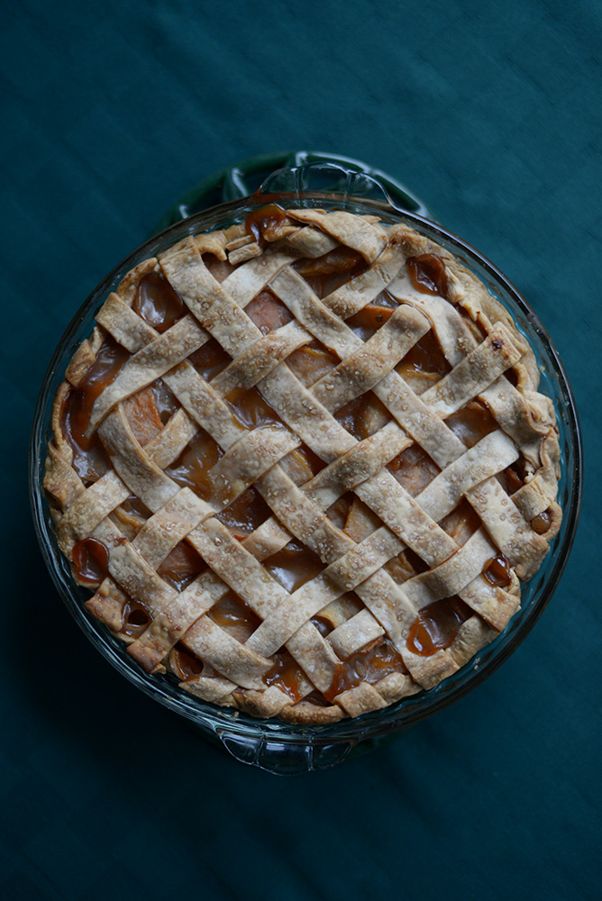 chai spiced pear pie