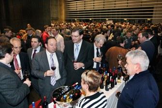 El presidente del Gobierno de La Rioja, Pedro Sanz Alonso, acompañado de otras autoridades durante la cata- presentación