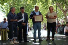 D, Pedro José López Montero, recibiendo el galardón
