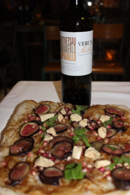 Verum Roble y Pizza de Foie, higos y granada