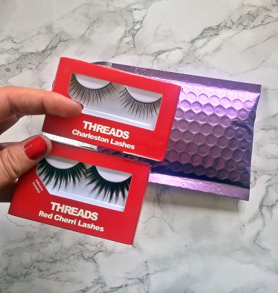 Threads False Eyelashes out of the packet www.wingitwithjade.com