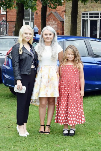 sisters-before-it-started-i-graduated-www-wingitwithjade-com