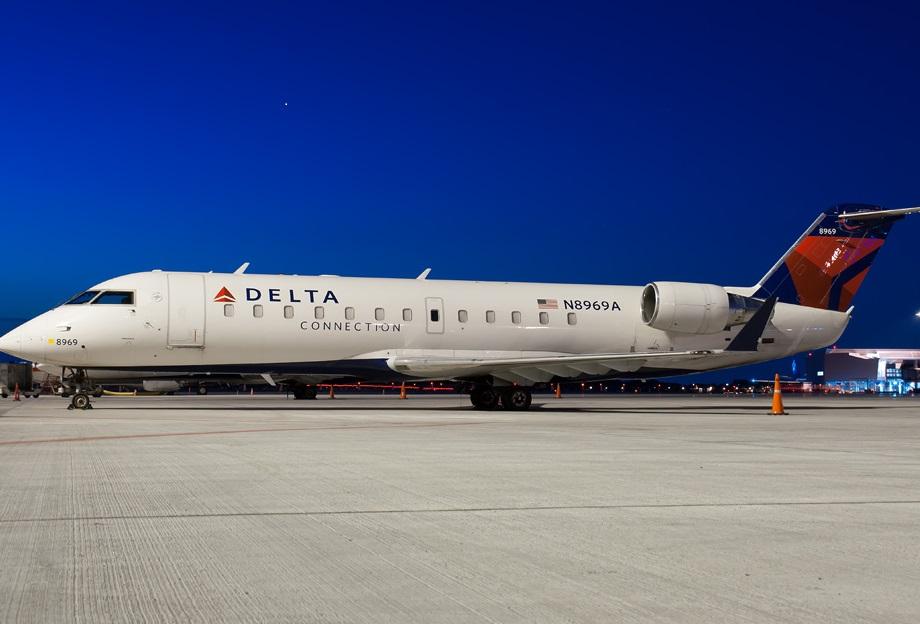 Endeavor Air flight delayed after squabble between pilot