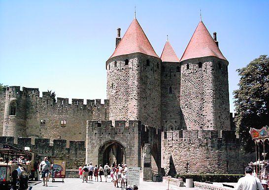 Carcassonne la ciudad medieval por excelencia trotamundos for Porte narbonnaise