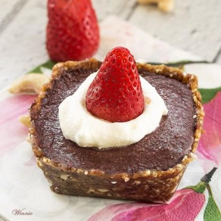 טארט תותים ושוקולד ללא קמח וללא אפייה-בב