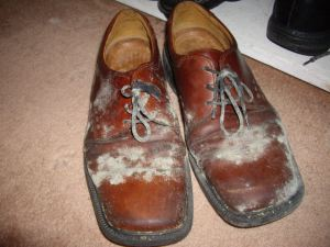 mouldy-shoes-in-wardrobe