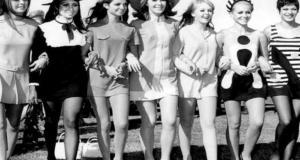 Ha già più di 50 anni ma non li dimostra per niente: la minigonna!
