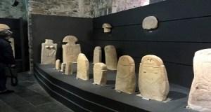Disavventura con le Statue Stele