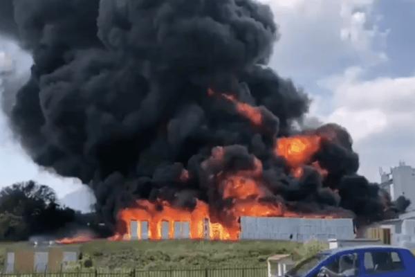 Avellino, prende fuoco una fabbrica di batterie per auto