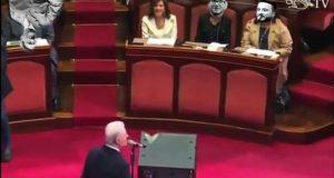 Puntata 7: Senato, Regalini di Natale, sesso ascellare a Pietrasanta