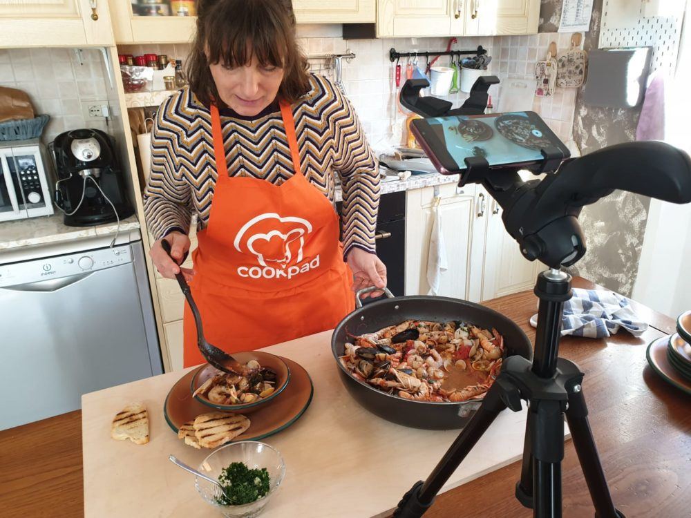 Impariamo a fare il cacciucco online con Cookpad!