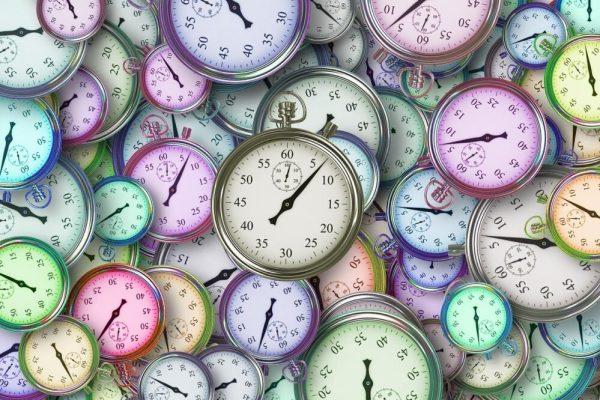 Arrivare in ritardo, arrivare in anticipo