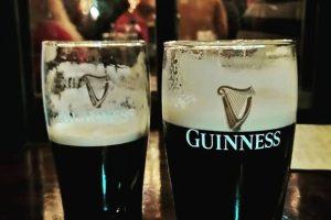 Una pinta di Guinness all'Irish Pub
