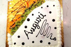 Una torta di compleanno leggera e fruttata