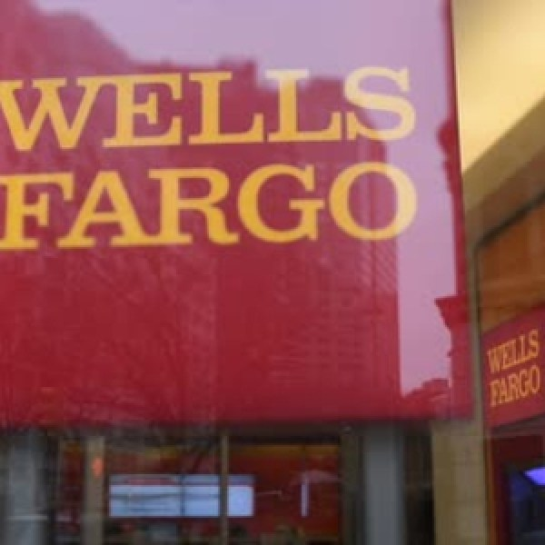 Wells Fargo Fires 5-300 Employees Over Ghost Bank Account Scandal_20160909180954