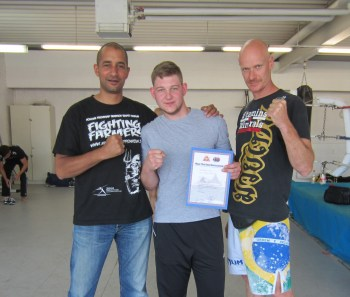 Stefan Schlag hat die Prüfung zum Fachübungsleiter F bestanden und seine 3. Kahn Graduierung erreicht.