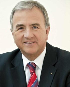 Landrat Claus Schick fordert Nachtflugverbot.