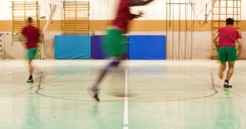 Ein nicht alltäglicher Job: Basketball-Training hinter Gittern