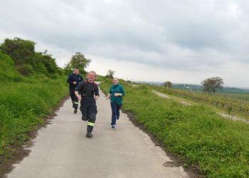 Rund um den Trutzturm trainieren Jugendliche und Betreuer für den Staffellauf - eine der Disziplinen bei der Leistungsspange.