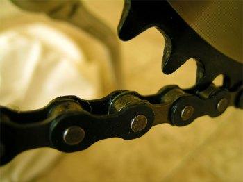 PKW überrollt Fahrrad und flüchtet. (Symbolbild: stock:xchng)