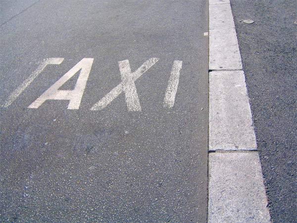 Taxifahrer bekommen Prügel statt Fahrgeld