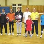 Übergabe der Badmintonschläger an den TV 03  durch Michael Hahn vom BVRP