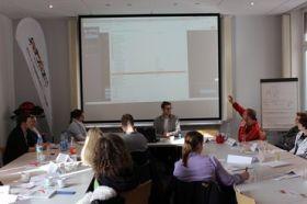 Munter diskutieren die Teilnehmer des Fachtages über interessante Inhalt. Foto: Sportbund Rheinhessen