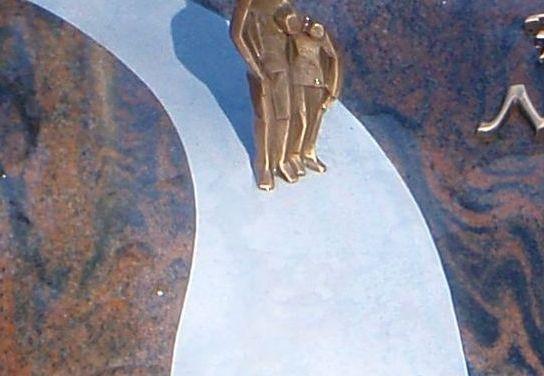 Diebe schänden Grab in Worms und klauen Bronzestatue