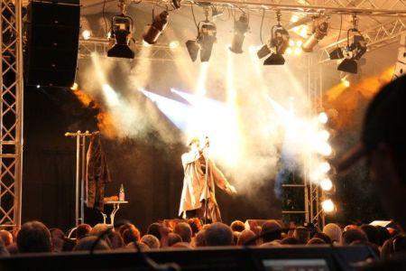 Auch Bülent Ceylan hat in Dexheim schon das Publikum begeistert. (Bild: KADH)