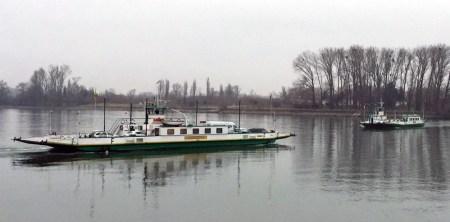 Heute fuhren zwei Fähren im Pendelbetrieb. (Bild: Andreas Lerg)