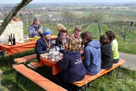 Weinprinzessin Carina Wiemers erwandert den Rheinterrassenweg