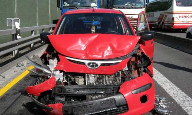 Unfall auf der A61: Erst wurde es eng und dann zu eng!