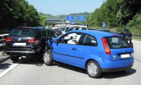 Drei Autos waren an dem Unfall bei Bingen beteligt. (Foto: Polizei Mainz)