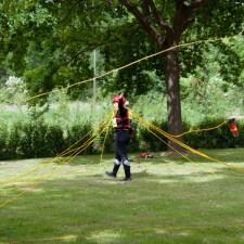 Zielwerfen von Wurfsäcken zunächst als Trockenübung. (Bild: Andreas Fuhr)